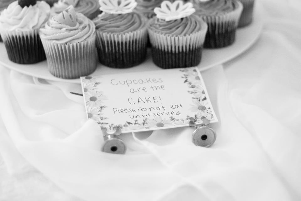 Caleb_and_Amanda_BW_cupcakes